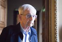 a mente fragile. L'enigma dell'Alzheimer è scritto da Arnaldo Benini, neurochirurgo. Illustra i diversi stadi della malattia e come supportare il paziente. Parolario, Como 24 giugno 2019. © Leonardo Cendamo
