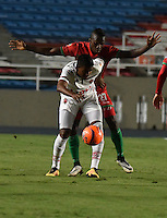CALI - COLOMBIA – 13 -02-2017: Luis Caicedo (Der.) jugador de Cortulua, disputa el balón con Larry Vasquez (Izq) jugador de Patriotas FC, durante partido entre Cortulua y Patriotas FC, por la fecha 3 de la Liga Aguila I 2017 jugado en el estadio Pascual Guerrero de la ciudad de Cali. / Luis Caicedo (R) of player of Cortulua vies for the ball with Larry Vasquez (L), jugador of Patriotas FC, during a match Cortulua and Patriotas FC, for the date 3 of the Liga Aguila I 2017 played at the Pascual Guerrero stadium in Cali city. Photo: VizzorImage / Luis Ramirez / Staff.