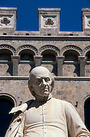 Palazzo Salimbeni und Denkmal von S. Bandini, Siena, Toskana, Italien, Unesco-Weltkulturerbe