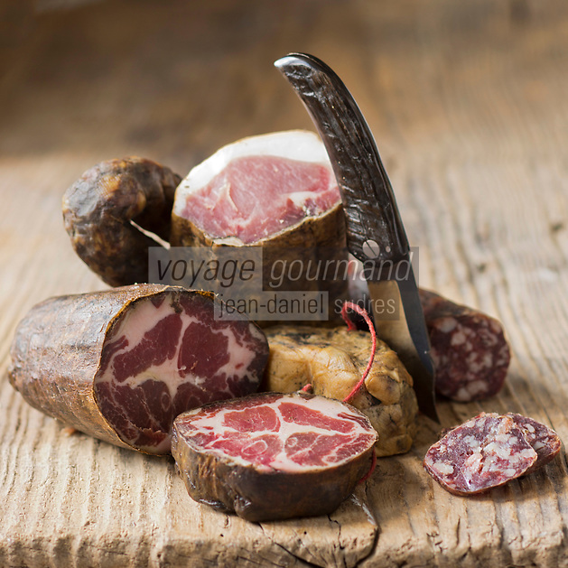 Europe/France/2A/Corse du Sud/Bocognano:  Coppa, Figatellu, Lonzu et sausisson , Charcuterie corse AOC de Paul Marcaggi, éleveur porcin, castanéiculteur et artisan charcutier à Bocagnano _ Charcuterie Corse AOC: A Bucugnanesa- Charcuterie vendue dans sabourique d' Ajaccio: Boutique: U Stazzu  Les saveurs authenthiques // rance, Corse du Sud, Bocognano, coppa, figatellu, lonzu and sausages, AOC Corsican cooked meats of Paul Marcaggi, sold in his shop U Stazzu Les Saveurs Authentiques