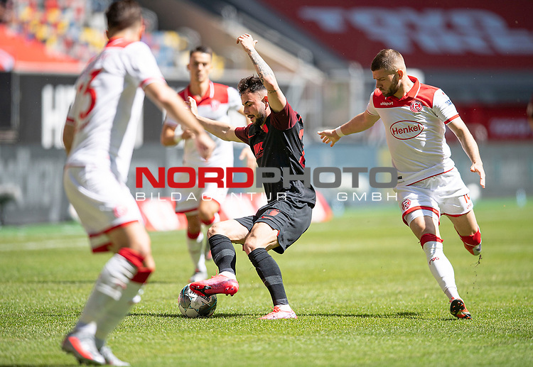 Marco RICHTER (A) im Zweikampf gegen Valon BERISHA r. (D), AKtion, <br /><br />Fussball 1. Bundesliga, 33.Spieltag, Fortuna Duesseldorf (D) -  FC Augsburg (A), am 20.06.2020 in Duesseldorf/ Deutschland. <br /><br />Foto: AnkeWaelischmiller/Sven Simon/ Pool/ via Meuter/Nordphoto<br /><br /># Editorial use only #<br /># DFL regulations prohibit any use of photographs as image sequences and/or quasi-video #<br /># National and international news- agencies out #