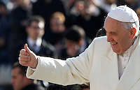 Papa Francesco saluta i fedeli al suo arrivo all'udienza generale del mercoledi' in Piazza San Pietro, Citta' del Vaticano, 18 febbraio 2015.<br /> Pope Francis gives his thumb up to faithful as he arrives for his weekly general audience in St. Peter's Square at the Vatican, 18 February 2015.<br /> UPDATE IMAGES PRESS/Isabella Bonotto<br /> <br /> STRICTLY ONLY FOR EDITORIAL USE
