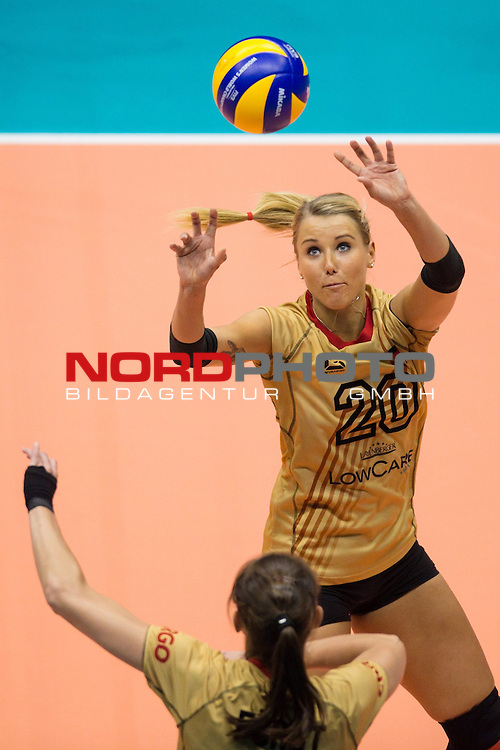 05.10.2014, Pala Trieste, Triest<br /> Volleyball, FIVB Volleyball Women`s World Championship 2014, 2. Runde, Deutschland (GER) vs. Aserbaidschan (AZE)<br /> <br /> Wiebke Silge (#18 GER), Zuspiel Mareen Apitz (#20 GER)<br /> <br />   Foto &copy; nordphoto / Kurth