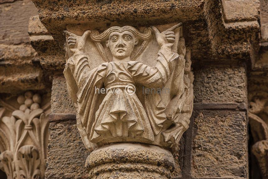France, Haute-Loire (43), Le Puy-en-Velay, cloître de la Cathédrale, classé au pratrimoine mondial de l'UNESCO pour le chemin de Saint Jacques de Compostelle,  chapiteaux // France, Haute Loire,, le Puy en Velay, capital in the Cloister of the Cathedral, Cathedral  listed as World Heritage by UNESCO for the Way of St. James