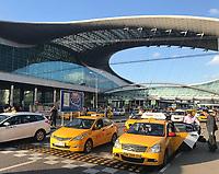 Taxis vor dem Terminal von Moskau Scheremetjewo - 19.06.2018: Polen vs. Senegal, Gruppe H, Spartak Stadium Moskau