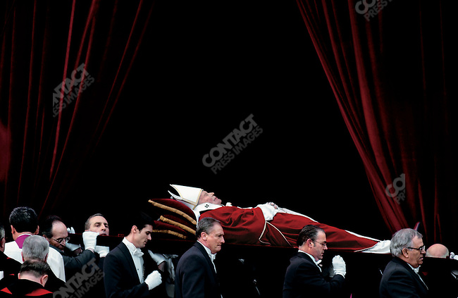 The body of Pope John Paul II en route to the basilica of St. Peter's. Vatican City, Rome, Italy, April 4, 2005