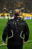 Phoenix coach Ricki Herbert during the A-League football match between Wellington Phoenix and Perth Glory at Westpac Stadium, Wellington, New Zealand on Sunday, 16 August 2009. Photo: Dave Lintott / lintottphoto.co.nz