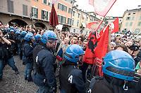 COMIZIO SILVIO BERLUSCONI NELLA FOTO PROTESTE CONTRO SILVIO BERLUSCONI DURANTE IL COMIZIO POLITICA BRESCIA 11/05/2013 FOTO MATTEO BIATTA<br /> <br /> MEETING WITH SILVIO BERLUSCONI IN THE PICTURE PROTEST AGAINST SILVIO BERLUSCON DURING THE MEETING POLITIC BRESCIA 11/05/2013 PHOTO BY MATTEO BIATTA