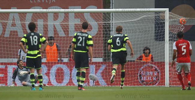 Braga's penalty ends up in the net beating Zaluskas