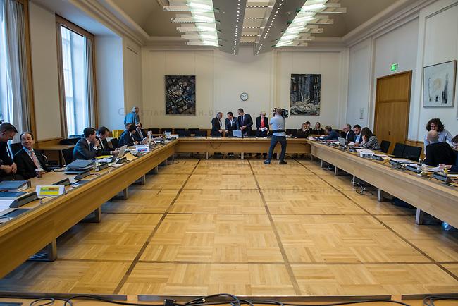 1. Sitzungstag des Berliner &quot;Amri-Untersuchungsausschuss&quot;.<br /> Am Freitag den 14. Juli 2017 konstituierte sich der sogenannte &quot;Amri-Untersuchungsausschuss des Berliner Abgeordnetenhaus. Der 1. Untersuchungsausschuss der 18. Wahlperiode will versuchen die diversen Unklarheiten im Fall des Weihnachtsmarkt-Attentaeters zu klaeren.<br /> 14.7.2017, Berlin<br /> Copyright: Christian-Ditsch.de<br /> [Inhaltsveraendernde Manipulation des Fotos nur nach ausdruecklicher Genehmigung des Fotografen. Vereinbarungen ueber Abtretung von Persoenlichkeitsrechten/Model Release der abgebildeten Person/Personen liegen nicht vor. NO MODEL RELEASE! Nur fuer Redaktionelle Zwecke. Don't publish without copyright Christian-Ditsch.de, Veroeffentlichung nur mit Fotografennennung, sowie gegen Honorar, MwSt. und Beleg. Konto: I N G - D i B a, IBAN DE58500105175400192269, BIC INGDDEFFXXX, Kontakt: post@christian-ditsch.de<br /> Bei der Bearbeitung der Dateiinformationen darf die Urheberkennzeichnung in den EXIF- und  IPTC-Daten nicht entfernt werden, diese sind in digitalen Medien nach &sect;95c UrhG rechtlich geschuetzt. Der Urhebervermerk wird gemaess &sect;13 UrhG verlangt.]