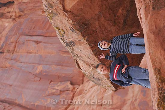 noah nelson, nathaniel nelson (doing his pose), arches national park<br />