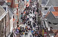 Nederland  Alkmaar -  Oktober 2018. Winkelen in Alkmaar. De Langestraat.  Foto Berlinda van Dam / Hollandse Hoogte
