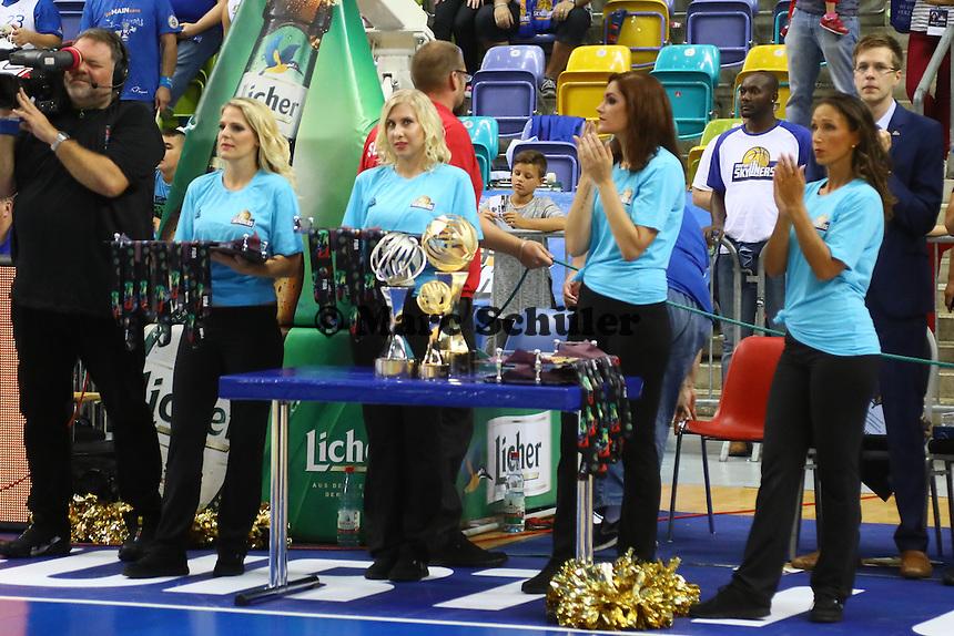 Medaillen und Pokale stehen bereit - Fraport Skyliners vs. Guaros de Lara, Fraport Arena Frankfurt, FIBA Intercontinental Cup 2016