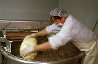 Europe/France/Bretagne/35/Ille-et-Vilaine/Saint- Malo: Fabrication du beurre de baratte demi-sel façonné main chez Jean-Yves Bordier [Non destiné à un usage publicitaire - Not intended for an advertising use]