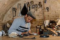 Handwerker in der Altstadt Ichan Qala, Chiwa, Usbekistan, Asien<br /> craftsman  in the  hitoric city Ichan Qala, Chiwa, Uzbekistan, Asia