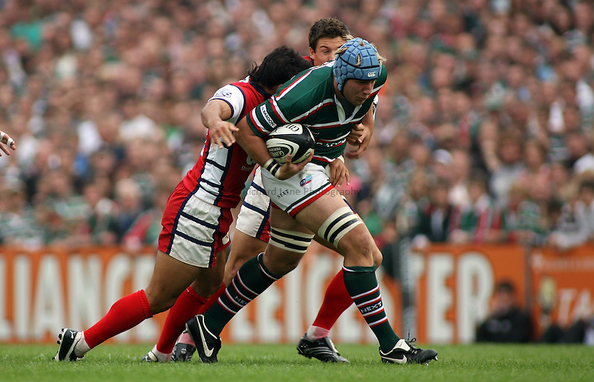 Photo: Paul Thomas..Leicester Tigers v Gloucester Rugby. Guinness Premiership. 16/09/2006...Jordan Crane of Leicester looks to attack.