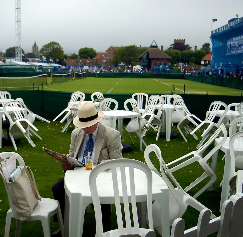 Photo: Alan Crowhurst..WTA The Hastings Direct International Championships, Eastbourne. 19/06/2006. Relaxing as light drizzle stops the start of play.