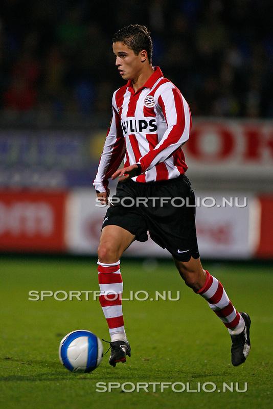 Nederland, Waalwijk, 28 oktober 2006 .Eredivisie .Seizoen 2006-2007 .RKC Waalwijk-PSV (0-3).Ibrahim Afellay van PSV in actie met bal