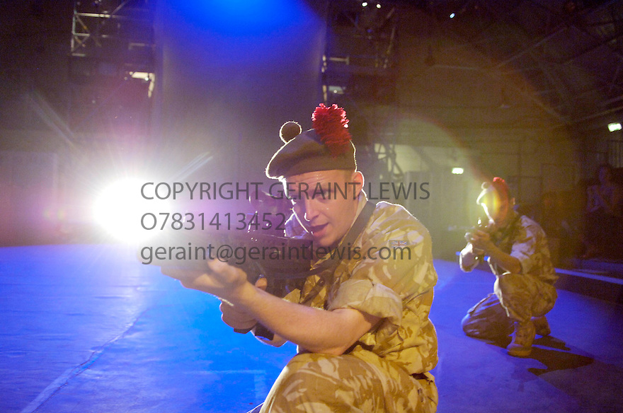 Black Watch by Gregory Burke peformed by The National Theatre of Scotland .With Ryan Fletcher,Emun Elliott. Performing at Traverse 4 University of Edinburgh Drill Hall at the Edinburgh Festival 2006. CREDIT Geraint Lewis