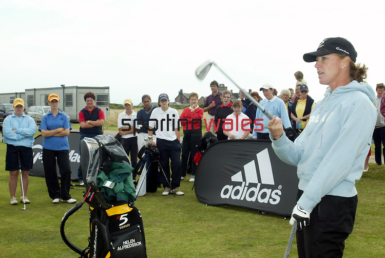 Helen Alfredsson coaching youngsters from Glamorgan at Royal Porthcawl..20.08.02.©Steve Pope.Sportingwales.com.07798 83 00 89