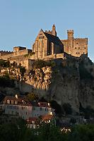 Europe/France/Aquitaine/24/Dordogne/Vallée de la Dordogne/Périgord Noir/Beynac-et-Cazenac:  le Château dans la lumière du soir