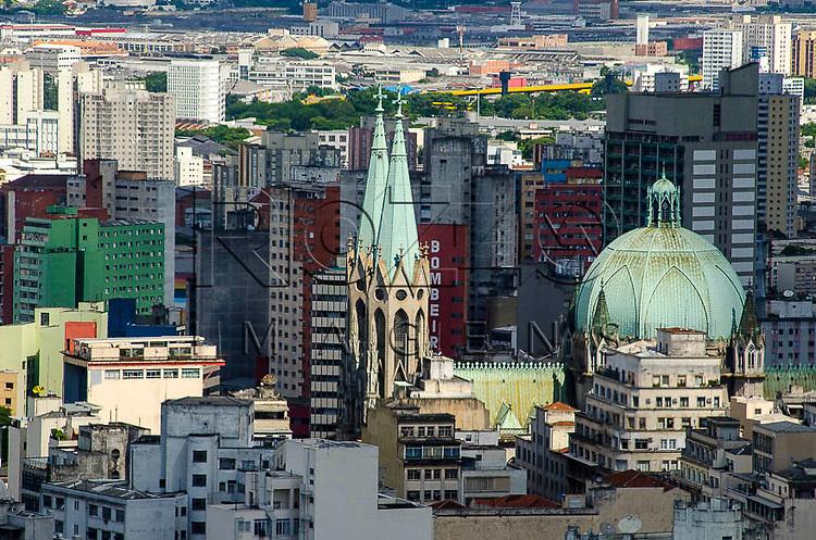 Vista  do centro da cidade e da Catedral da Sé, a partir do Edifício Itália, São Paulo - SP, 01/2014.