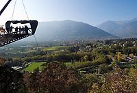Italien, Suedtirol, Meran: Schloss Trautmannsdorf, Aussichtsplattform,  Botanischer Garten, Park   Italy, South Tyrol, Alto Adige, Merano: Castle Trautmannsdorf, Botanical Garden, Park