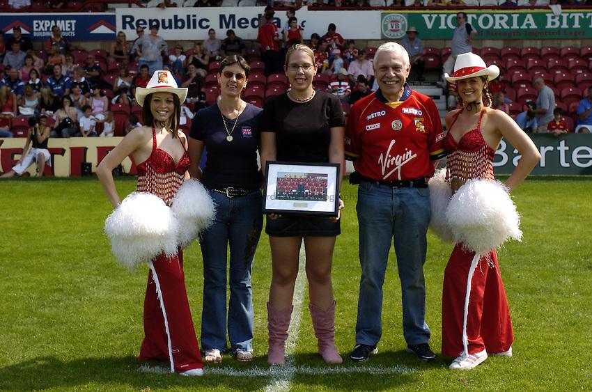 Photo: Richard Lane..London Broncos vWigan Warriors. Tetleys Super League. 01/08/2004..Match sponsor.