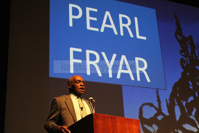 Topiary artist Pearl Fryar speaks to students in Worsham Theater on Tuesday, October 5, 2010. Photo by Latara Appleby | Staff
