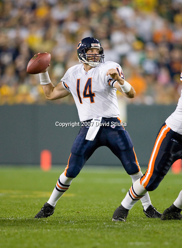Quarterback Brian Griese #14 of the Chicago Bears throws a pass during an NFL football game against the Green Bay Packers at Lambeau Field on October 7, 2007 in Green Bay, Wisconsin. The Bears beat the Packers 27-20. (Photo by David Stluka)