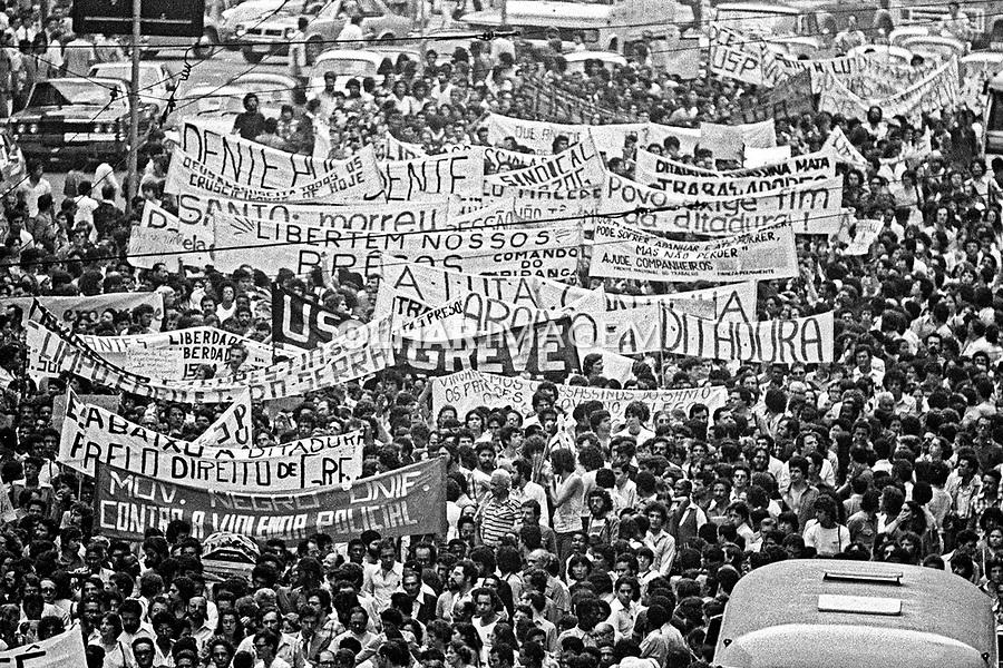 Funeral do operario Santo Dias. Sao Paulo. 30.10.1979. Foto de Juca Martins.