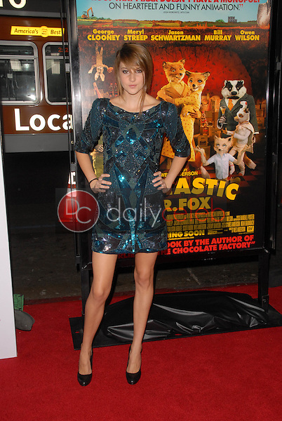 Shailene Woodley<br />at the Los Angeles Screening of 'Fantastic Mr. Fox' for the opening night of AFI Fest 2009. Grauman's Chinese Theatre, Hollywood, CA. 10-30-09<br />Dave Edwards/DailyCeleb.com 818-249-4998