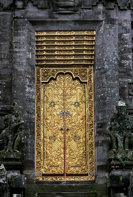 INDONESIA, BALI, KINTAMANI TEMPLE, GILDED CARVED DOOR