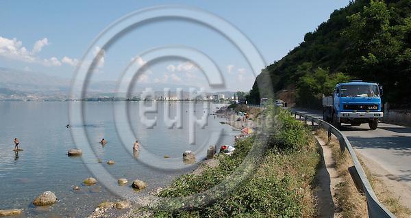 Pogradec-Korca/Korce-Albania - August 04, 2004---Beach/shore at Lake Ohrid near Pogradec; project area of GTZ-Wiram-Albania (German Technical Cooperation, Deutsche Gesellschaft fuer Technische Zusammenarbeit (GTZ) GmbH); infrastructure-transport-tourism---Photo: Horst Wagner/eup-images