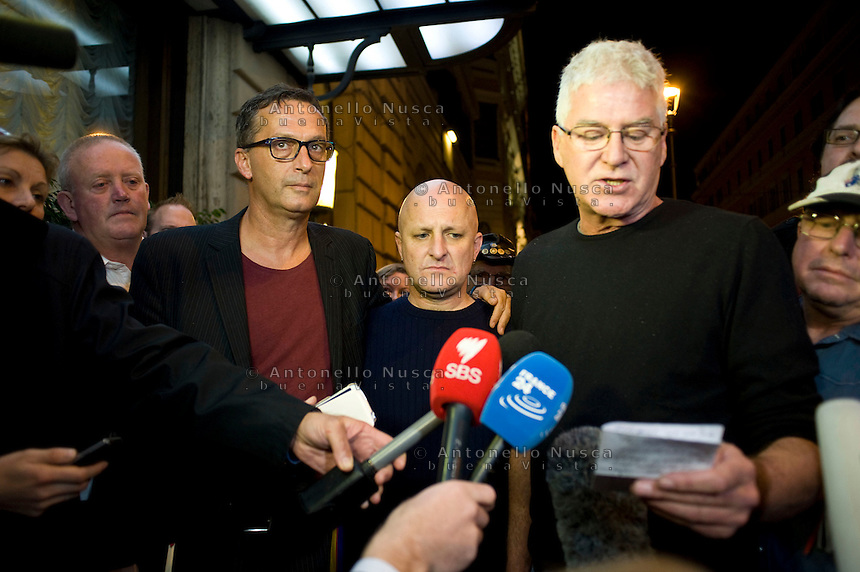 From left, David Ridsdale, Andrew Collins and Phil Nagle membri del gruppo di vittime di abusi sessuali da parte di preti nell'istituto in cui andavano da giovani, arrivano all'hotel quirinale per assistere alla deposizione del Cardinale Pell di fronte alla Royal Commission che indaga sugli abusi. From left, David Ridsdale, Andrew Collins and Phil Nagle, members of the group of victims and relatives of priestly sex abuses, talk to reporters as they arrive at the Quirinale hotel. Cardinal George Pell, the pope's chief financial adviser, told the royal commission into Institutional Responses to Child Sexual Abuse in three days of evidence this week that he was deceived twice by church authorities about child abuse allegations against priests Gerald Ridsdale and Peter Searson.