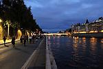 Le Public sur les quais de Seine