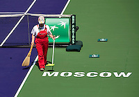 Moscow, Russia, 17 th July, 2016, Tennis,  Davis Cup Russia-Netherlands, Cleaning the court<br /> Photo: Henk Koster/tennisimages.com