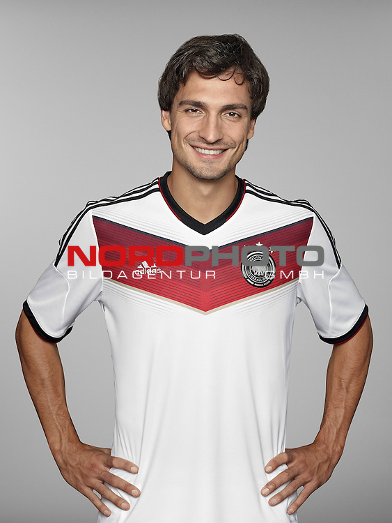 ST. MARTIN IN PASSEIER, ITALY - MAY 24: In this handout image provided by German Football Association (DFB) Mats Hummels of team Germany poses for a picture on May 24, 2014 in St. Martin in Passeier, Italy.   Foto © nph / Hangout  *** Local Caption *** Mats Hummels
