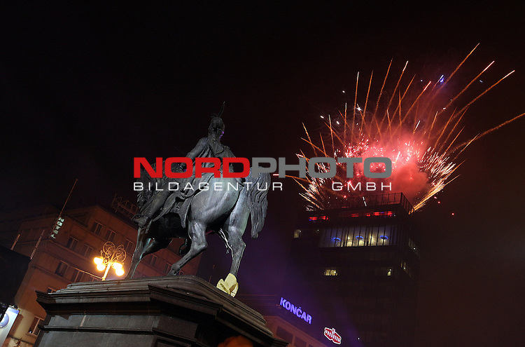 31.12.2013., Zagreb,Croatia  - New Year celebrations .Fireworks over Zagreb on the main square.<br /> <br /> Foto &not;&copy;  nph / PIXSELL / Zeljko Lukunic
