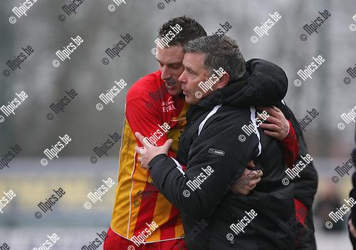 2010-02-07 / Voetbal / seizoen 2009-2010 / KSK Heist - Waregem / Dieter Vandendriessche knuffelt zijn trainer na de 1-1 gelijkmaker..Foto: mpics