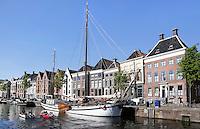 Nederland Groningen. Huizen aan het  Hooge der A in Groningen