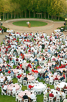 The football welcome dinner in August 2002 in the Arrillaga Plaza.