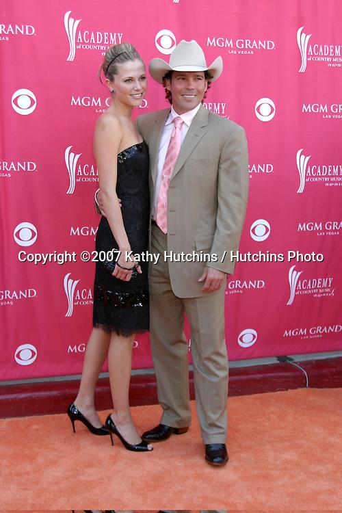 Jessica Craig & Clay Walker.Academy  of Country Music Awards.MGM Grand Garden Arena.Las Vegas, NV.May 15, 2007.©2007 Kathy Hutchins / Hutchins Photo....
