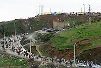 El Biutz, la strada di circa tre chilomentri che costituisce il punto di passaggio illegale delle merci tra Ceuta e il Marocco. In alto sulla collina, il cosidetto Macro del commercio, punto di arrivo in Marocco dei portatori. Ceuta, 8 febbraio, 2010<br /> <br /> El Biutz, the road of about three kilometers that is the illegal goods passage beetwen Ceuta and Morocco. On the top of the hill the &quot;macro of trade&quot;, bearers destination in Morocco.Ceuta, February 8, 2010
