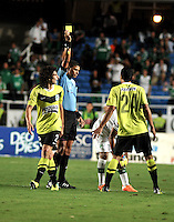 CALI- COLOMBIA -22 -01-2014: Juan Ponton, arbitro, durante partido de ida por la Super Liga 2014, en el estadio Pascual Guerrero de la ciudad de Cali.  / Juan Ponton, referee,  during the match between Deportivo Cali and Atletico Nacional for the first leg of the Super Liga 2014 at the Pascual Guerrero Stadium in Cali city. Photo: VizzorImage  / Luis Ramirez / Staff.