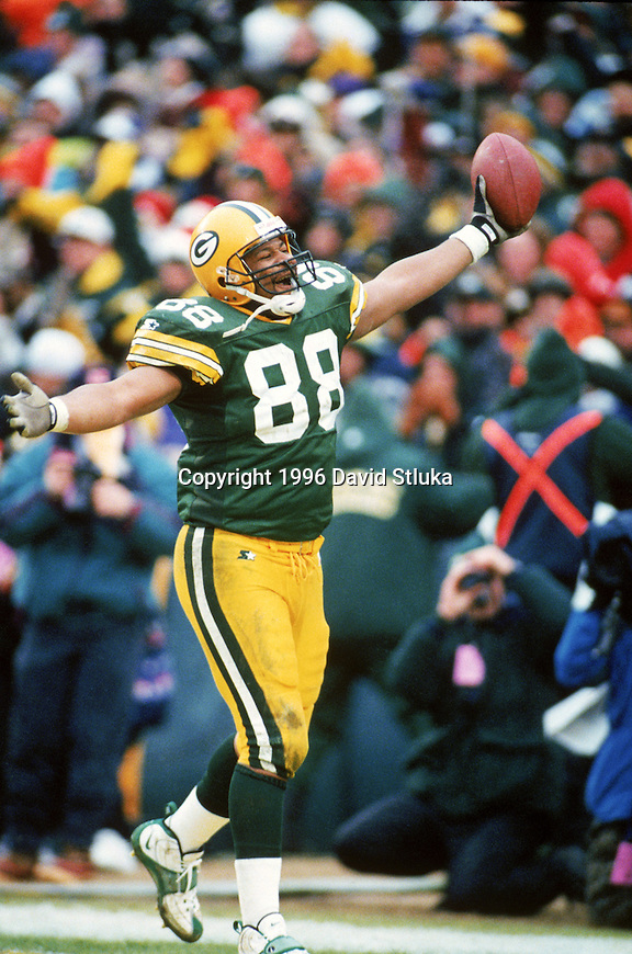 Green Bay Packers tight end Keith Jackson (88) celebrates a touchdown during an NFL football game against the Minnesota Vikings at Lambeau Field on December 22, 1996 in Green Bay, Wisconsin.  The Packers won 38-10. (Photo by David Stluka)