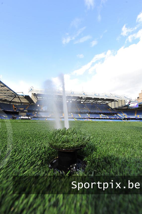Wolfsburg - Olympique Lyonnais : sproeier / Spray op het veld <br /> foto David Catry / Nikonpro.be