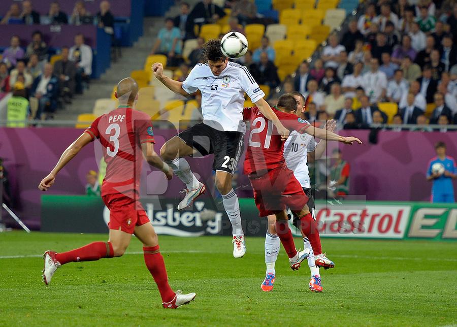 LVIV, UCRANIA, 09 JUNHO 2012 - EURO 2012 - ALEMANHA X PORTUGAL  Mario Gomes jogador da Alemanha durante lance contra Portugal em  partida valida pelo grupo B da Euro 2012  na cidade Lviv na Ucrania neste sábado dia 09. (FOTO: BERND FEIL / PIXATHLON / BRAZIL PHOTO PRESS).
