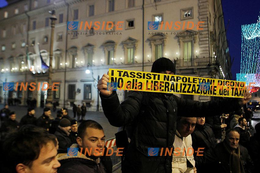 Roma 17/01/2012 Protesta dei tassisti davanti Palazzo Chigi contro le liberalizzazioni durante l'incontro con il governo .Foto Insidefoto Serena Cremaschi