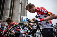 Tim Wellens (BEL/Lotto-Soudal) checking the brakes at the start in Leuven<br />
